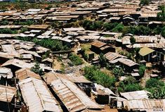 "* Nairobi * Capital do Kenya. ""Kibera"": the largest Slum in Africa."