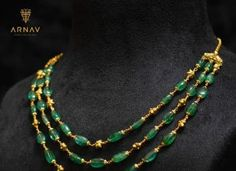 Vibrant Emerald Jewellery Sets That Can Take Your Breath Away Indian Jewelry Earrings, Jewelry Design Earrings, Beaded Jewelry Designs, Gold Jewellery Design, Emerald Jewelry, Bead Jewellery, Necklace Designs, Beaded Necklace, Necklaces