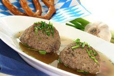 Leberknödel - Rezept Food Dishes, Main Dishes, Beef Liver, Fresh Bread, Food Categories, Dumplings, Fresh Herbs, Spice Things Up, Munich