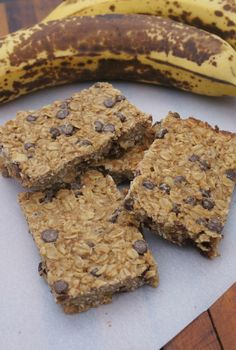 Banana Chocolate Chip Granola Bars - Fueling a Fit Fam No Calorie Snacks, Diet Snacks, Health Snacks, Healthy Food List, Healthy Snacks For Diabetics, Healthy Kids, Chocolate Chip Granola Bars, Chocolate Chips, Healthy Granola Bars