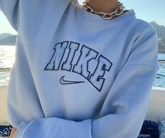Nike Outfits, Teen Fashion Outfits, Retro Outfits, Trendy Outfits, Vintage Outfits, Vintage Clothing, T Shirt Streetwear, Vintage Nike Sweatshirt, Trendy Hoodies