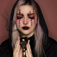 Discover recipes, home ideas, style inspiration and other ideas to try. Makeup Clown, Halloween Makeup Witch, Looks Halloween, Cute Halloween Makeup, Cute Makeup, Costume Makeup, Melt Cosmetics, Witchy Makeup, Maquillage Halloween Simple