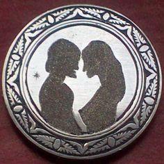 "Nickel Buffalo S/F "" Enamorados "" Dimas Sánchez Hobo Nickel, Buffalo, Decorative Plates, Coins, Carving, Cactus, Lovers, Rooms, Wood Carvings"