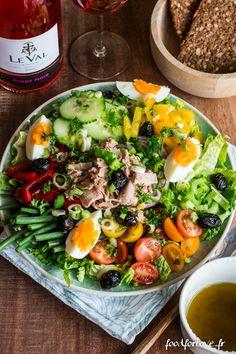 Salade Niçoise - Food for Love - salade nicoise - Fun Easy Recipes, Lunch Recipes, Salad Recipes, Easy Meals, Healthy Recipes, Caesar Salat, Nicoise Salad, Salade Nicoise Recipe, Food Challenge