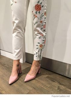 floral-pants-with-light-pink-shoes