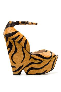 i dont normally like animal print, but these #shoes >>>>