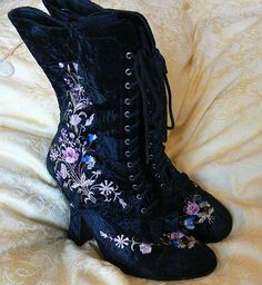 My fav shoes ,My faux Victorian boots, they are silk velvet embriodred with silk flowers. The look like they lace up but do actualy have a hidden zip which is brilliant as it saves time getting the. Victorian Shoes, Victorian Fashion, Gothic Fashion, Vintage Fashion, Victorian Lace, Pretty Shoes, Beautiful Shoes, Cute Shoes, Me Too Shoes