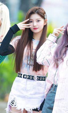 Girls Dp, Kpop Girls, Fashion Tag, Daily Fashion, South Korean Girls, Korean Girl Groups, Elegant Girl, Cute Japanese Girl, Girly Pictures
