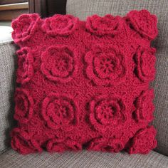 Free Crocheted Flower Pillow Pattern with Pillow Tutorial...love this, must make in cream!