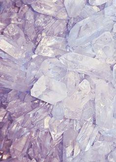 Amethyst in Hellviolett - ein Edelstein für den Winter - Farbtyp (Farbpassnummer 17) Kerstin Tomancok / Farb-, Typ-, Stil & Imageberatung