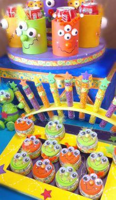 Decoración para fiestas infantiles / Barra de dulces / Dulceros para niños