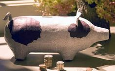 DIY Piggy Bank by guiademanualidades: Made with a plastic bottle, newspaper and a cardboard egg carton. #Piggy_Bank #guiademanualidades