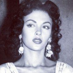 Rita Moreno- The 1st latina actress to make Hollywood history ❤️