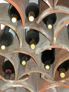 CREATIVE WAYS TO USE ROOF TILE IN HOME DÉCOR - After Orange County. Barrel shaped roof tiles can be used to create a unique and rustic looking wine rack. This is a great way to add a unique piece to a kitchen, bar or wine cellar. Unique Wine Racks, Rustic Wine Racks, Clay Roof Tiles, Wine Rack Plans, Orange County, Tile Crafts, Wine Case, Wine Bottle Crafts, Wine Storage