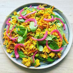 """https://www.instagram.com/p/BO4cELJgVZ3/ """"Reste-mad"""", bruger du rester? Kogte fuldkors ris, stegte ris med æg og gurkemeje! Mums👌🏻 Madogkaerlighed"""