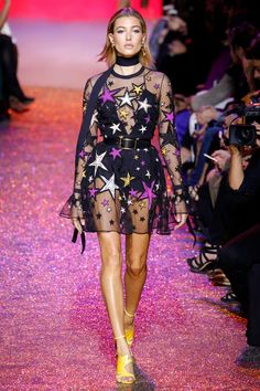 Today I have a fabulous collection of Elie Saab 2017 Spring / Summer. Elie Saab Spring Hailey Baldwin walks the runway in star-print appliqué Fashion Week Paris, Trend Fashion, Fashion 2017, Runway Fashion, High Fashion, Fashion Show, Fashion Design, Fashion Stores, Elie Saab Printemps