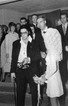 candid Elvis - walking the bride and groom out ❤ www.healthylivingmd.vemma.com ❤