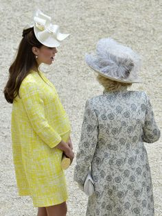 Kate Middleton Duchess of Cambridge beauty influential yellow dress garden party buckingham palace Duchess Of Cornwall, Duchess Of Cambridge, Camilla, Palais De Buckingham, Kate Middleton Pregnant, Kate Baby, Yellow Coat, Yellow Dress, Prince William And Catherine