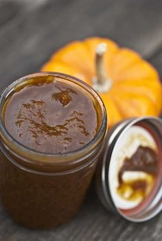 Slow Cooker Pumpkin Butter is a MUST-TRY recipe!! I love enjoying it for dessert or a sweet snack! #skinnyms #pumpkinbutter #cleaneatingrecipes