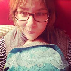 Nur mal einen kurzen Moment sitzen. Heute trage ich K3 schon wieder gefühlt den halben Tag und bin müde. #tragebaby #meandi #selfie #müdemütter #lebenmitkindern #elternblog #familienblog