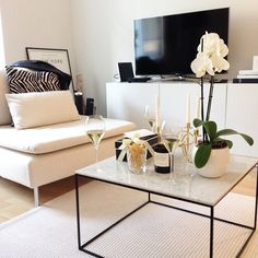 Recognize this perfect home? Thank you @bymiasophia for the Friday bubbles!