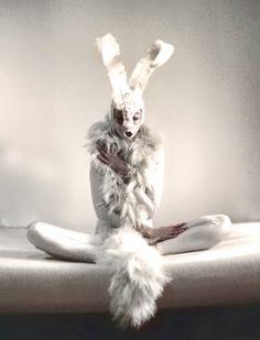 "Photographe Hara Katsiki « Odette »  Costume inspiré par Pyotr Tchaikovsky ""Swan Lake"""