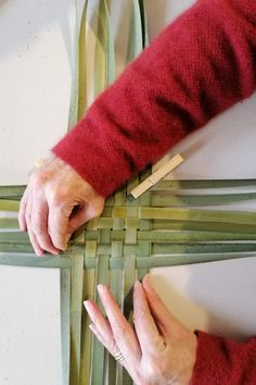 Flax Weaving, Basket Weaving, Weaving For Kids, Basket Ideas, Spin, Knots, Weave, Origami, Third