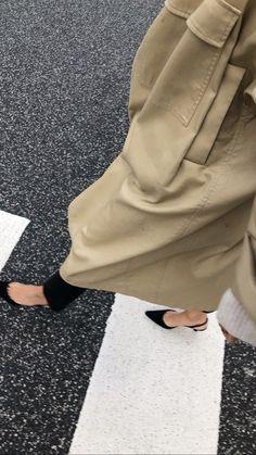 갑자기 겨울 아니죠?ㅠㅠ다들 감기조심하시고즐거운 휴일 보내세요❤️ *이미지출처: 캐롤라인스... Trench Coat Style, Scandinavian Fashion, Fashion Art, Womens Fashion, Vogue, Cool Style, My Style, Classic Outfits, Outfit Goals