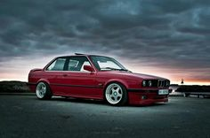 BMW E30 325i red deep dish