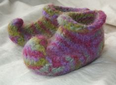 Knitting Pattern For Elf Slippers : SLIPPER SOCKS on Pinterest Slippers, Crochet Slippers ...