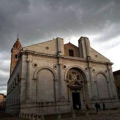 """Foto """"artistica"""" delle 0:54  #rimini #italy #tempiomalatestiano #europe #church #rome #roman #neoclassic #classic #architecture #clocktower #art #artistic #sunset #clouds #dawn #city by ilpari"""