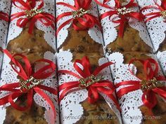 I love the doily around the fruit cake. Affectionate: Traditional Fruits Cake & Xmas Cookies Hamper
