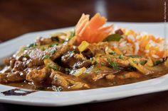 Ganesh (almoço)    Bombay Macchi– Filé de peixe, cozidos ao molho cremoso com especiarias.  Todos os pratos acompanham:  Arroz Pilao – Arroz preparado ao forno tradicional, com especiarias indianas, cúrcuma ( açafrão da terra) e páprica doce.
