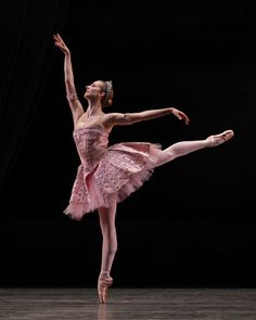 Love this!  Michele Wiles in George Balanchine's Ballet Imperial. Photo: Marty Sohl.