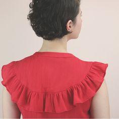 The Suzon Shirt sewing pattern from Republique du Chiffon. It has a ruffle flounce around the neckline and shoulders and a button front. Kurti Neck Designs, Kurta Designs Women, Diy Fashion, Fashion Dresses, Blouses For Women, Sweaters For Women, Desi Wedding Dresses, Crop Top Designs, Kids Dress Wear