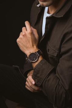 Check out our trending timepieces, and find something that matches your personal style. Watches Photography, Photography Poses For Men, Stylish Watches, Watches For Men, Casual Watches, Business Casual Attire For Men, Daddy Aesthetic, Business Portrait, Elegant Man