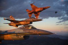 Top Gun Vipers in a break-off
