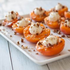 Goat Cheese Stuffed Apricots With Honey. (Ingredients: fresh apricots, goat cheese, honey, pecans) Easy and delicious Kitchen Gourmet, Fingers Food, Healthy Snacks, Healthy Recipes, Easy Snacks, Snacks Recipes, Healthy Eating, Tasty, Yummy Food