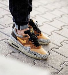 Nike Air Max 90s, Air Max Sneakers, Sneakers Nike, Casual Dressing, Sneaker Games, Nike Trainers, Crazy Shoes, Sports Shoes, Shoe Game