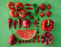 Emily Blincoe continue sur sa lancée avec cette fois différentes sortes de fruits, de légumes, de plumes, de graines ou encore de feux d'artifice.