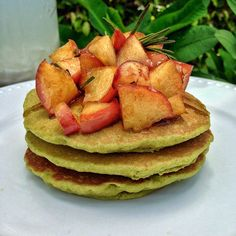 Gluten-free pancakes with green tea and caramelized apples