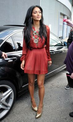 Nicole Scherzinger red chiffon dress + gold heels + chunky turquoise/brown necklace.
