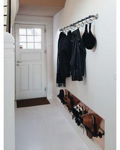 17 design ideas for small hallways - New ideas Small Entryways, Small Hallways, Cheap Home Decor, Diy Home Decor, Hallway Storage, Home Decor Quotes, House Entrance, Small Entrance, Home Interior