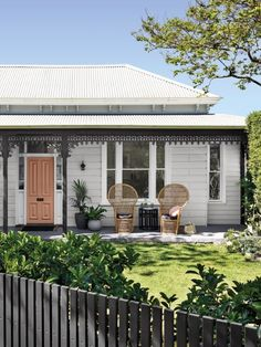Dulux colours: Benhar (front door), Godley Head (Weatherboards), Okarito (Windows), My Inaccessible (Lacework). #Dulux #houseenvy #design #homedecor #style #inspiration #homedecoration #homestyle #duluxnz #painting #paint #exteriorpaint #frontdoor #exteriorinspiration #traditionalhome