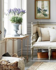 Amazing Potted Lavender, Antique Gilded Accents And Rough Hewn Linen Upholstery And  Accent Pillows Make For A Chic French Country Living Room.