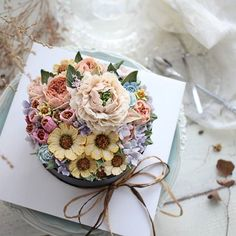 Korean Buttercream Flower, Buttercream Flower Cake, Pretty Cakes, Beautiful Cakes, Cake Cookies, Cupcake Cakes, Flower Cake Design, Chocolate Pies, Cake Decorating