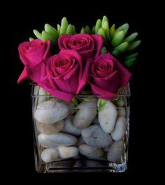 centro de mesa- piedras y rosas