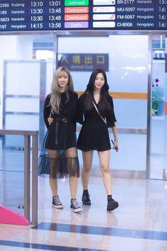 Jiu and Yoohyeon Kpop Girl Groups, Kpop Girls, Yuri, Jiu Dreamcatcher, Kpop Couples, Airport Style, Airport Fashion, The Dreamers, My Girl