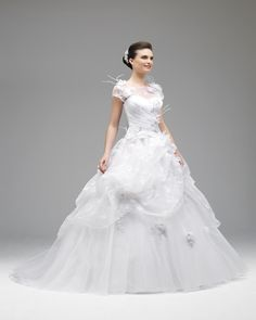 Gorgeous A-line Sweep/brush Train Beading Feathers/fur Short Sleeve Hand Made Flowers Organza&Tulle #WeddingDresses