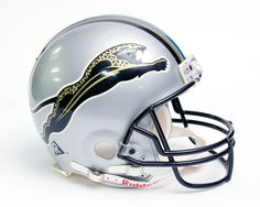 Early concept helmet for the new NFL expansion franchise Jacksonville Jaguars. It was abandoned because the other expansion team, Carolina Panthers claimed it looked too much like theirs. Cool Football Helmets, Sports Helmet, New Helmet, Helmet Logo, Football Uniforms, Nfl Football, American Football, Football Stuff, College Football